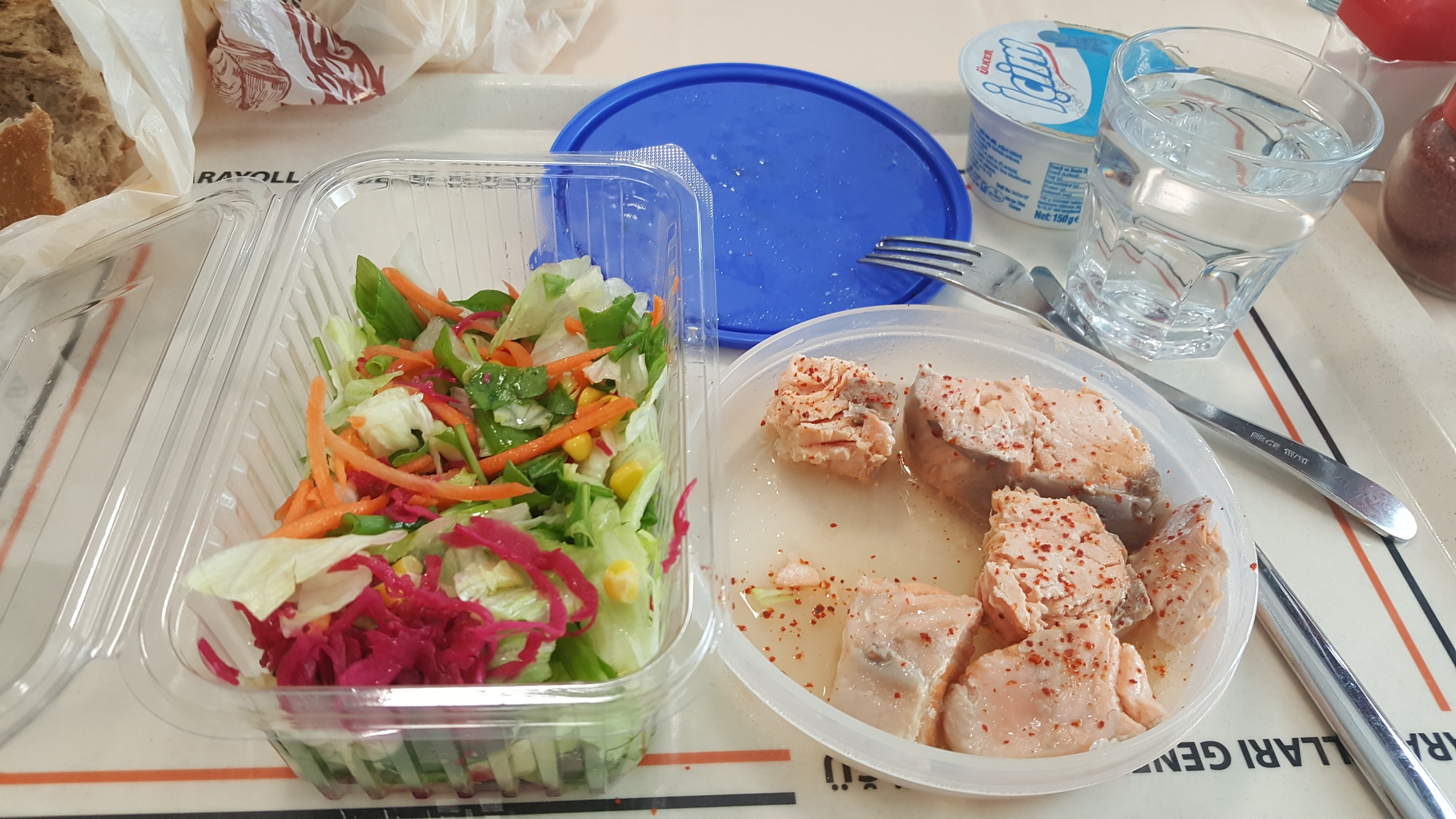 salata-somon öğlen menüsü